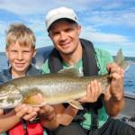 Saibling Angeln auf dem Vättern See in Schweden